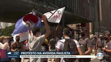 Estudantes fazem protesto por vacina, auxílio emergencial e planos para controlar a pandemia - Os manifestantes estão concentradas em frente ao MASP, na Avenida Paulista. A polícia acompanha o protesto, que segue pacífico.