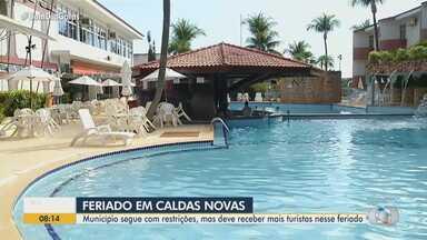 Caldas Novas deve receber turistas neste feriado - Município segue com restrições por causa da pandemia da Covid-19.