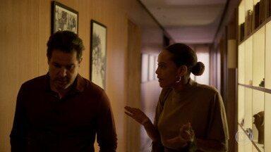 Vitória insiste em ir ao encontro de Lucas sozinha - Raul se preocupa com a segurança da mulher