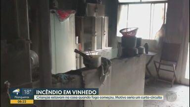 Incêndio atinge casa com crianças no bairro Capela, em Vinhedo - As vítimas saíram ilesas e o Corpo de Bombeiros foi acionado por volta das 6h30 da manhã desta terça-feira.