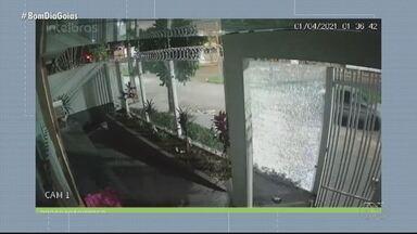Polícia identifica suspeito de quebrar vidraça de igreja e clínica em Rio Verde - Ataques aconteceram com estilingue e arma de pressão, segundo as investigações.