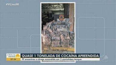 Três homens são presos com quase 1 tonelada de cocaína em fundos falsos de caminhões na BA - Caso ocorreu na noite de segunda-feira (5). Conforme a Polícia Federal, as drogas que estavam sendo transportadas para Salvador foram encontradas através de scanner.