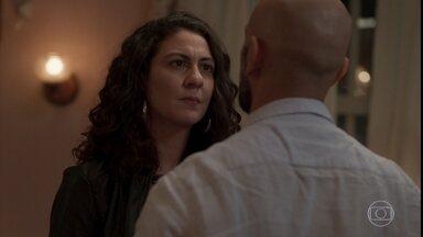 Penha confessa para Álvaro que não matou Vitória - Leila debocha da situação do empresário