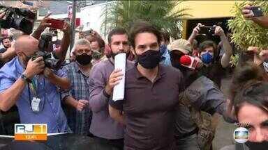 Dr. Jairinho e Monique Medeiros deixam delegacia - Vereador e mãe de Henry Borel foram presos nesta quinta-feira (8)