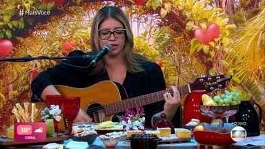 Marília Mendonça canta 'Graveto' - Confira