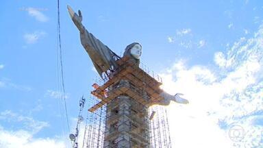 Cristo Protetor, monumento em construção no interior do RS, será maior que o cartão-postal carioca - A estrutura do Cristo de Encantado, cidade a 144 quilômetros de Porto Alegre, é similar a de um prédio de 14 andares. Um elevador subirá até um mirante na altura do coração da estátua.