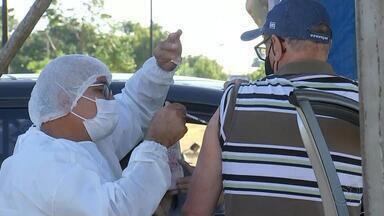 Idosos de 64 anos começam a ser vacinados contra a Covid-19 em Catanduva - Catanduva (SP) começou a vacinação de idosos de 64 anos nesta quinta-feira (22). Pelo calendário do estado, a imunização desse grupo começaria na sexta-feira (23).