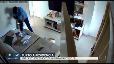 Polícia prende grupo criminoso que invadia casas e mantinha as famílias reféns - Além dos assaltos, moradores de várias regiões também têm sido vítimas de furtos nas residências.