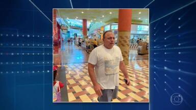 Ex-ministro da saúde Eduardo Pazuello entra num shopping de Manaus sem máscara - De acordo com a fotógrafa Jaqueline Bastos, Pazuello circulou pelo shopping com o rosto descoberto até o momento em que uma mulher entregou a ele uma máscara.