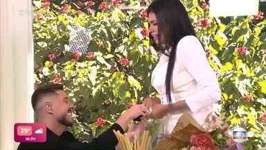 Programa de 30/04/2021 - Ana Maria Braga conversa com a eliminada do 'BBB21' Pocah e o noivo da cantora a surpreende com um pedido de casamento ao vivo