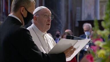 Papa começa maratona de orações contra a Covid - Francisco apela para que dinheiro gasto com armas seja usado em pesquisas contra futuras pandemias.