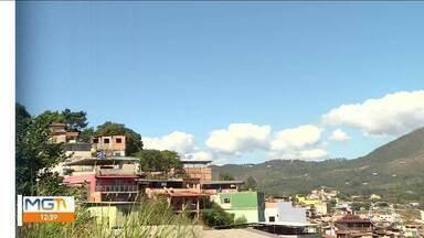 Problemas causados pela chuva do ano passado ainda afligem moradores de Nova Lima - MG Móvel foi ver com os moradores a situação da avenida Esmeraldas, no bairro Cruzeiro.