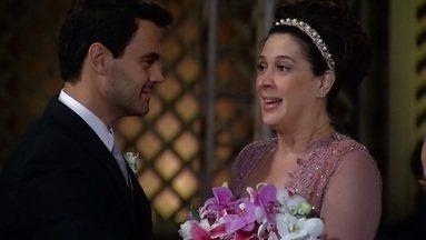 Capítulo de 15/01/2009 - Donatela tem uma surpresa a caminho do altar.