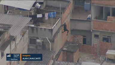 Confronto no Jacarezinho deixa policial morto - Três policiais civis foram baleados — um deles, da Delegacia de Combate às Drogas, foi atingidos na cabeça e não resistiu.