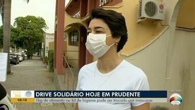 Drive solidário arrecada alimentos e kit de higiene - Produtos podem ser trocados por máscaras.