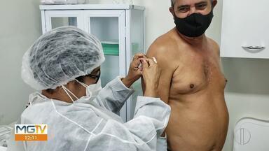 Pessoas com comorbidades começam a ser imunizadas em Unaí - Diabéticos recebem a primeira dose nesta segunda.