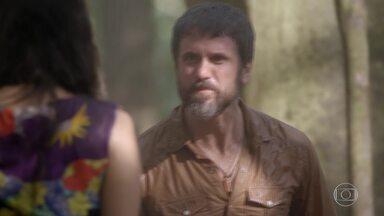 Gael se surpreende ao saber que Dandara também ajudou Karina e Pedro a se encontrarem - Bete tenta convencer Wallace a conversar com Sol. Duca e Nat montam barraca para se proteger da chuva