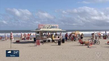 Ambulantes voltam a trabalhar em Praia Grande - Prefeitura liberou volta dos ambulantes na faixa de areia.