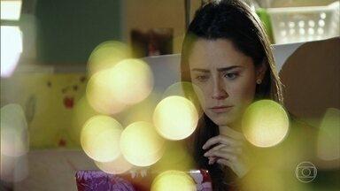 Ana começa a ler o blog de Manu - Lúcio conta para Ana que Manu o ajudou