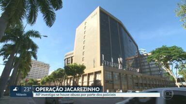 Presos na operação do Jacarezinho relatam ter sofrido abuso dos policiais - Na operação policial na favela do Jacarezinho, na última quinta-feira, 28 pessoas morreram. Parentes de algumas vítimas foram recebidos, hoje, pela defensoria pública.