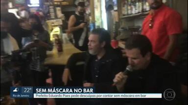 Eduardo Paes canta em bar sem máscara - O prefeito do Rio disse que tirou a máscara para cantar e pediu desculpas.