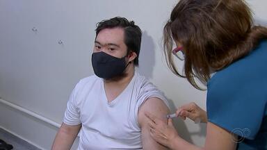 Confira detalhes sobre a vacinação contra a Covid-19 no noroeste paulista - Confira detalhes sobre a vacinação contra a Covid-19 no noroeste paulista. Em São José do Rio Preto e Araçatuba, por exemplo, nesta segunda-feira (10) começaram a ser vacinadas pessoas com comorbidades.
