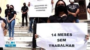 Profissionais do setor de eventos fazem protesto em Jaraguá - Eles cobram retorno das atividades no estado.