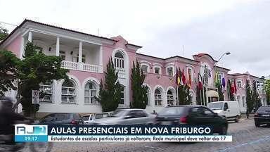 Estudantes de escolas particulares voltam às aulas presenciais em Nova Friburgo, no RJ - Previsão é de que aulas presenciais da rede municipal sejam retomadas no dia 17 de maio.