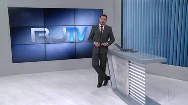 Veja a íntegra do RJ2 desta segunda-feira, 10/05/2021 - Apresentado por Alexandre Kapiche, telejornal traz os principais destaques do dia nas cidades das regiões dos Lagos, Serrana e Noroeste Fluminense.