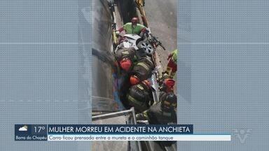 Acidente deixa uma mulher morta e três feridos na Via Anchieta - Acidente entre carreta-tanque e carro de passeio aconteceu na manhã desta segunda-feira (10).