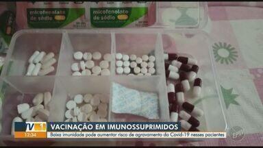 """Campinas inicia cadastro de imunossuprimidos para vacinação contra Covid-19 - Além de pessoas transplantadas, moradores da metrópole com mais de 18 anos e com comorbidades podem fazer cadastro para receber """"xepa"""" do imunizante."""