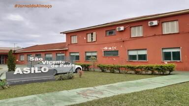 Lar de idosos enfrenta surto de coronavírus em São Borja - No local, foram confirmados 65 casos de coronavírus. Uma idosa morreu e outras sete pessoas estão internadas, sendo duas em estado grave.
