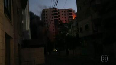 Violência entre israelenses e palestinos se agrava - Dezenas morreram, centenas ficaram feridos.