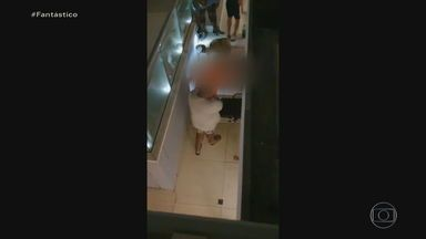Imagens mostram desespero de amigos após queda de MC Kevin de quarto de hotel - Um vídeo mostra os amigos rezando perto do corpo do funkeiro. Outros, feitos por casal que estava hospedado no prédio em frente, mostram Kevin antes da queda e os Bombeiros chegando para socorrê-lo.