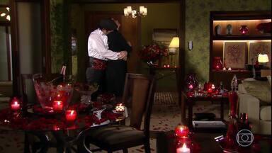 """Suzana dorme com """"Victor Valentim"""" - Jacques tem pesadelo com Valentim. Suzana acorda dizendo para Ari que não dormiu com ele e sim com Victor Valentim"""