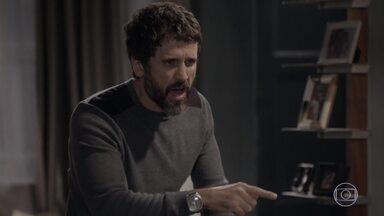 Gael descobre que Karina não dormiu em casa e se enfurece - Tomtom e as amigas pintam os rostos de Pedro e Karina. Gael vai até a casa de Pedro