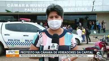 Protesto na Câmara de Vereadores hoje em Porto Velho - Movimento era contra mudança no quadro de algumas categorias.