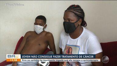 Jovem diagnosticado com leucemia luta para começar tratamento em Feira de Santana - Problema é que um erro na certidão de nascimento impede que ele tire RG e CPF.