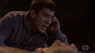 Alan salva Duca, mas sofre acidente provocado por Lobão - Nat ouve Heideguer ser avisado sobre o acidente de Alan e se desespera