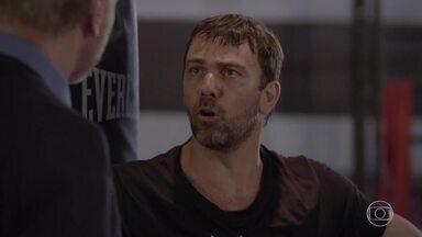 Lobão finge surpresa com a morte de Alan - Ele se preocupa quando Heideguer avisa que o dossiê contra eles desapareceu