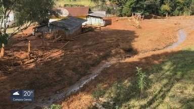 Barragem de represa cede e lama invade casa na zona rural de Munhoz - Barragem de represa cede e lama invade casa na zona rural de Munhoz