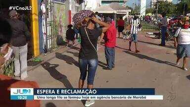 Clientes se aglomeram em fila para atendimento em agência bancária em Marabá - Foram horas de espera.