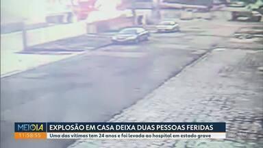 Polícia investiga a explosão de uma casa em Curitiba - Segundo o Corpo de Bombeiros antes da explosão, o incêndio teria começado na cortina da cozinha da casa.