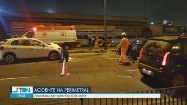 Dois motoristas ficam feridos após colisão na Avenida Perimetral em Santos - Samu foi acionado para a ocorrência, e as duas vítimas foram encaminhadas para a Santa Casa.