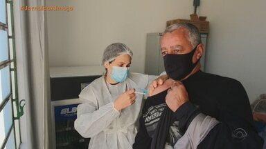 Barra do Quaraí vacina contra a Covid pessoas a partir dos 48 anos - Nesta terça (15), público ainda pode se vacinar.