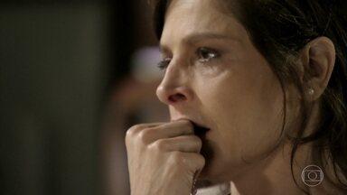 Cora é abordada por Jairo e fica mexida com o rapaz - Xana fica intrigado ao ver a tia de Cristina com o filho de Jurema