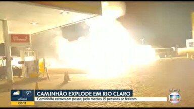 Caminhão explode em posto de combustíveis de Rio Claro - Pelo menos 15 pessoas ficaram feridas.