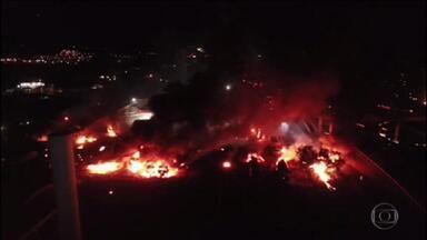 Explosão em posto de combustível provoca morte de uma pessoa em Rio Claro, SP - Uma pessoa morreu e 14 ficaram feridas numa explosão num posto de combustíveis em Rio Claro, no interior de São Paulo. O fogo começou num caminhão.