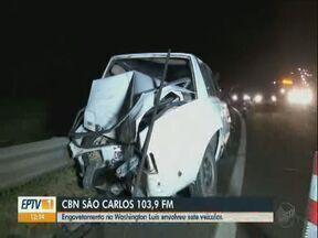 Engavetamento na rodovia Washington Luís envolve sete veículos - A repórter Mayara Luna da CBN São Carlos tem mais informações.