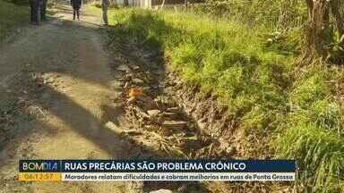 Moradores de Ponta Grossa sofrem com ruas esburacadas - Problema é crônico na cidade